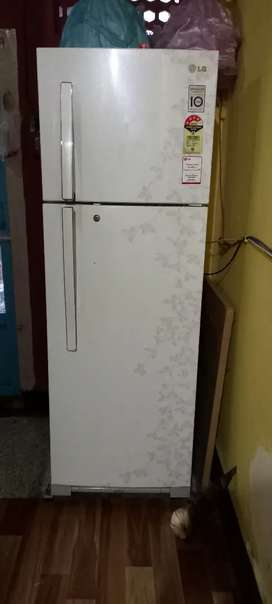 PERFECT CONDITION LG FRIDGE FOR SALE.