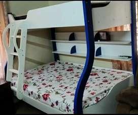 Bunk/double decker bed