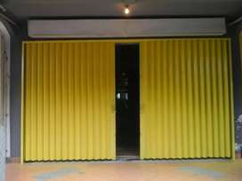 Folding gate 531