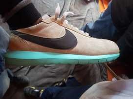 Nike orginal running shoes size 8 in good condition
