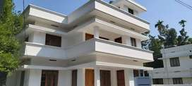 Aluva town near 8 cent 3000 sqrfit  6 bhk house.