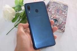 Samsung A20 3/32gb blue