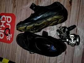 Sepatu cleat no. 40
