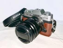 Kamera Mirrorless Fujifilm XT-20 dan Lensa Fuji 18-55 f2.8.