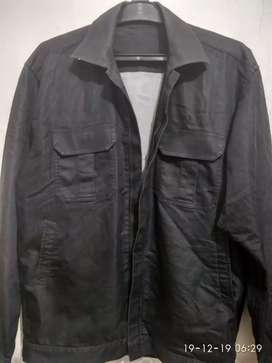 Jaket hitam ukuran xl
