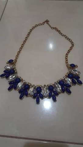 Kalung batu mata biru
