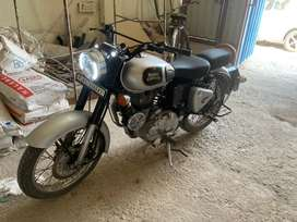 Royal enfield 350 cc silver colour in a mint condition
