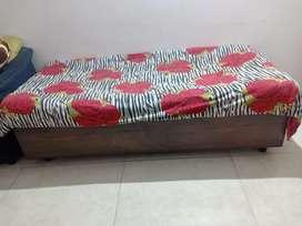 Single bed ( divaan )
