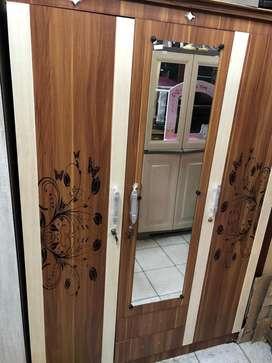 Lemari Pakaian / Lemari Baju 3 Pintu Ukiran Bunga Warna Coklat