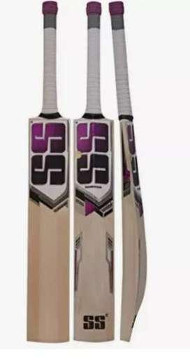 English willow cricket bat of 5500 weight 1100g