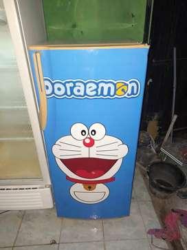 Kulkas Sharp ori blm.pernah service motif Doraemon. gratis kirim