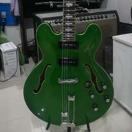 Gitar semihollow merk custom 77