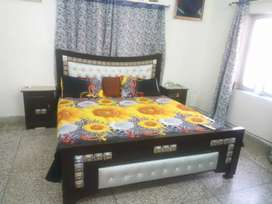 Bed set 2 side table and drassing table without matrass