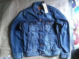 Jaket jeans merk Levis original uk. M,stok cuma 1 warna biru,bahan ok