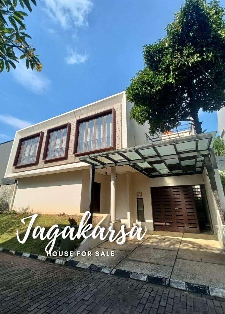 Rumah Besar Mewah dalam Townhouse exclusive di Jagakarsa Jakarta