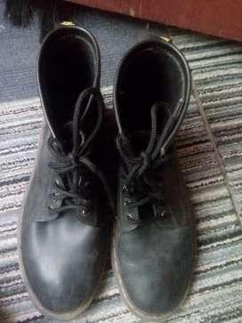 Jual sepatu docmart pria original/barter android