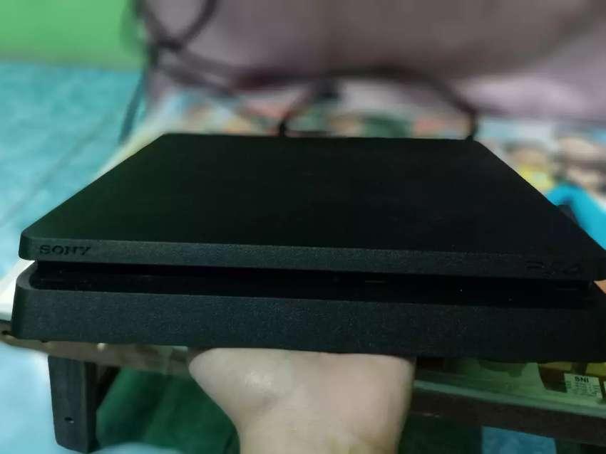 PS 4 1TB (1000gb) seri 2218b kondisi no minus 0