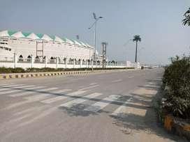 इकाना स्टेडियम के पास शहीद पथ रोड गोमती नगर एक्सटेंशन में