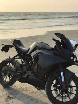 KTM / RC 200 FULL BLACK