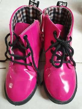 Sepatu boots bekas