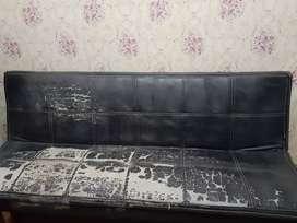 Sofa bed warna hitam