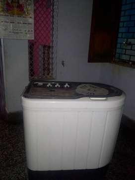 White And Black Twin-tub Washing Machine