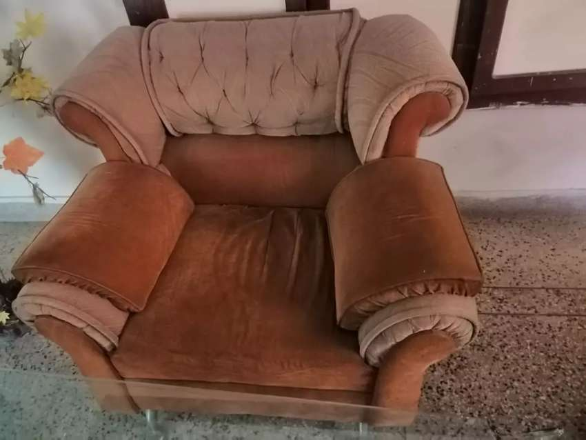 6 seater sofa. Urgent sale 0