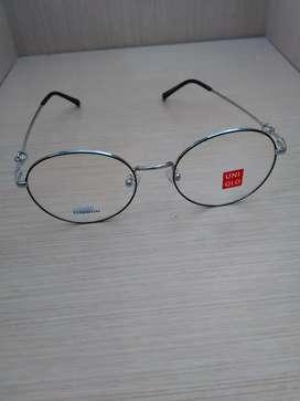 Frame Kacamata Bulat Warna silver Dibagian Tangkainya Bahan Besi