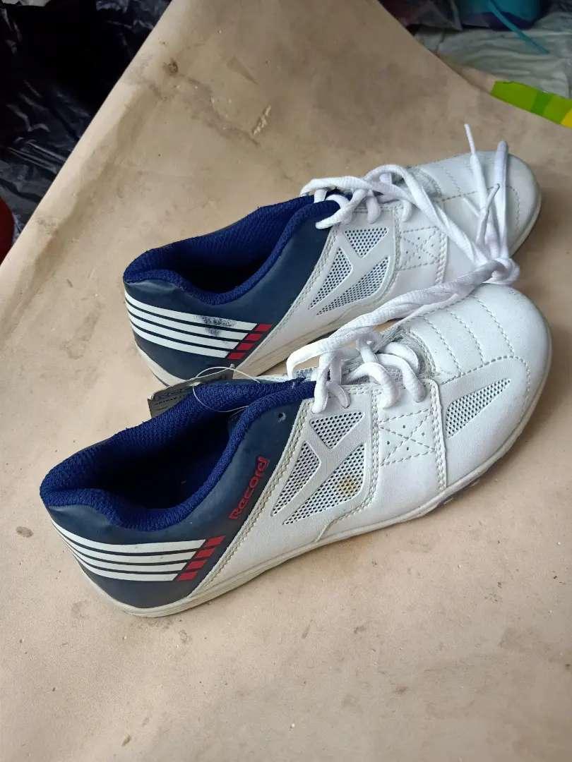 Di jual sepatu warna putih no 39 untuk cow atau cew cocok bgt 0