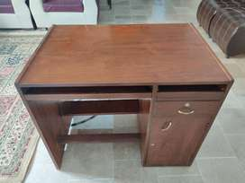 Computer Table/Desk [USED] [7/10 Condition]
