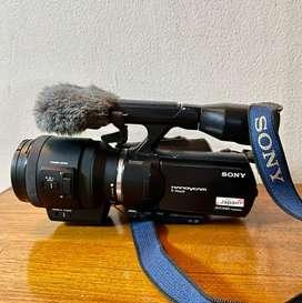 Interchandable lens video camera.