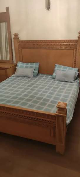 bed set + dressing table