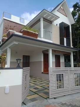 4 bhk 2500 sqft 5 cent new build  at kalamassery near medical collage