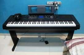 Piano Portable Yamaha Grand DGX 650