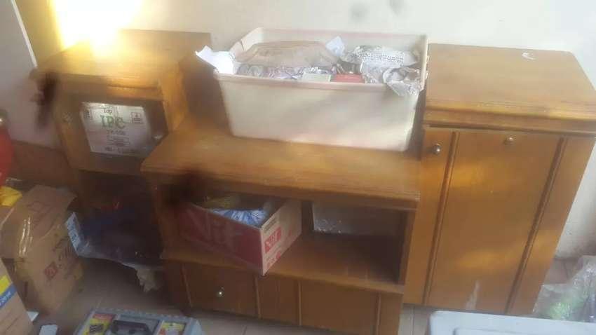 Mebel Meja lemari  TV  minus pintu sebelah kiri lepas hilang 0