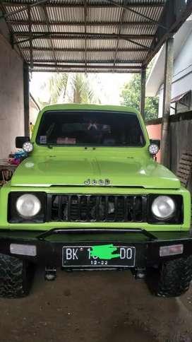 Mobil jeep jimny terwat