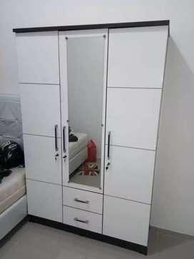 lemari pakaian 3 pintu sucitra