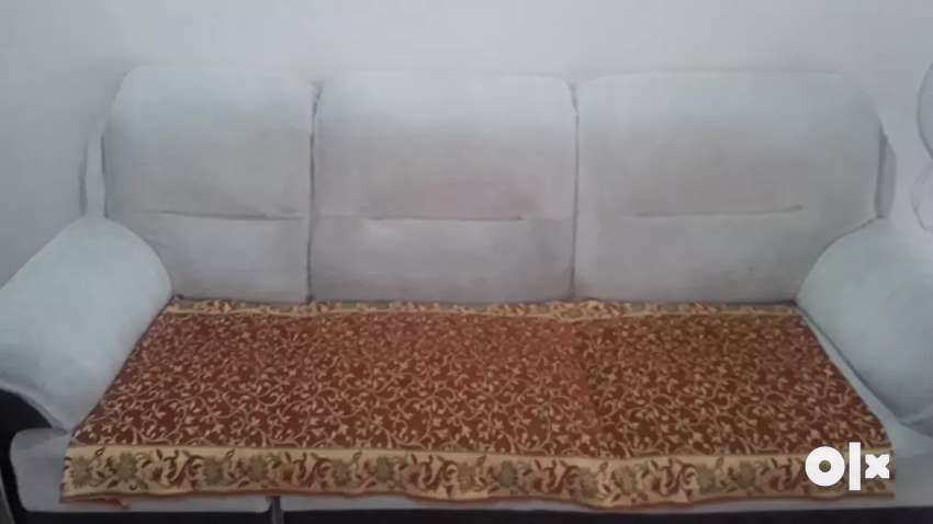 New sofaset just used for 1 year. ..want to sell bcoz of renovation 0