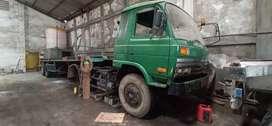 Tractor head nissan hht tahun 1995