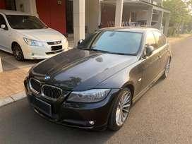 BMW 320i E90 2010 - Hitam