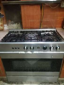 Cooking range in Good condition Price is almost fixed