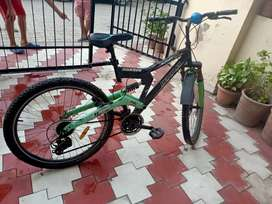 Brand new condition Hercules Roadeo bicycle at throwaway price