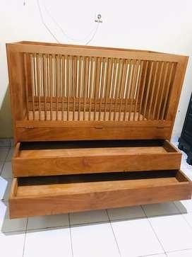 Tempat tidur bayi (box bayi)