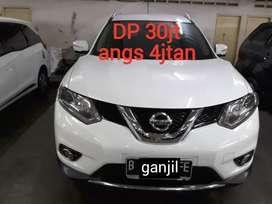 Nissan Xtrail 2.5 Matic 2015 Grezz mulus Paket DP Murah Angs Ringan