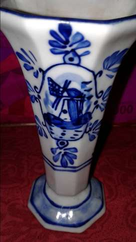 Vas bunga dari Belanda