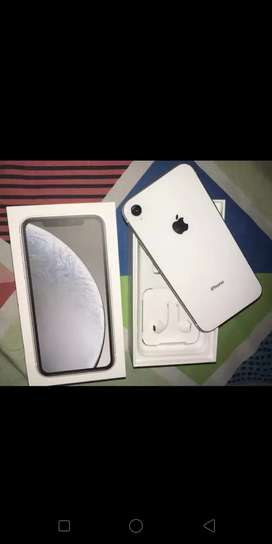 I phone xr 64 gb 5 month old