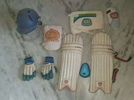 1 YEAR OLD CRICKET KIT WITHOUT BAG NO DAMAGE'S