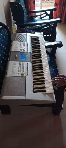 Yamaha PSR-295 keyboard instrument Rs 9000