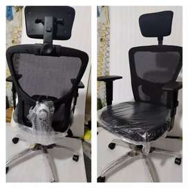 Hed rest and adjustable arms rest office chairs computer chairs