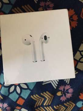 Apple airpods 2 generation with wireless charging case